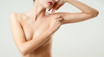 Les douleurs après une augmentation mammaire par protheses